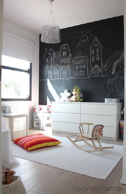 Una parete lavagna ? perfetta in una cameretta per consentire ai ...