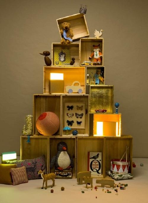 albero di Natale con cassette di legno