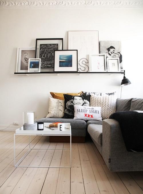 Decorare la parete dietro al divano for Mensole per quadri