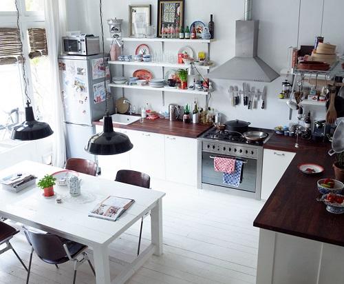 Home tour uno spazio rilassato e pieno di vita interior break - Gezellige keuken ...