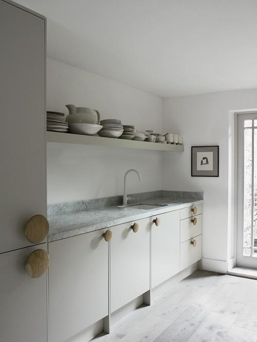 Home tour la casa della designer faye toogood interior for Poster londra ikea