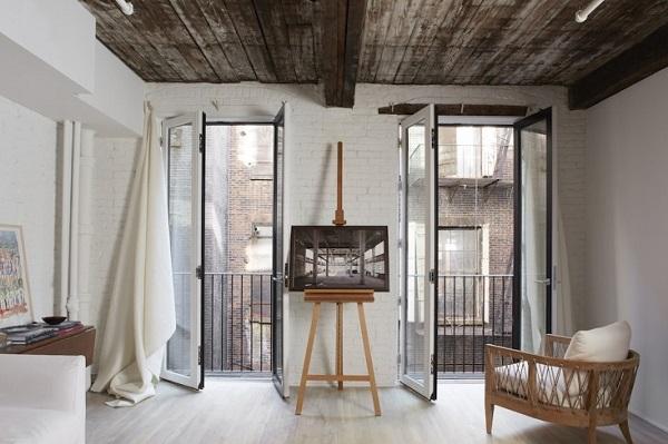 Pied-à-Terre a Tribeca con un vecchio soffitto in legno