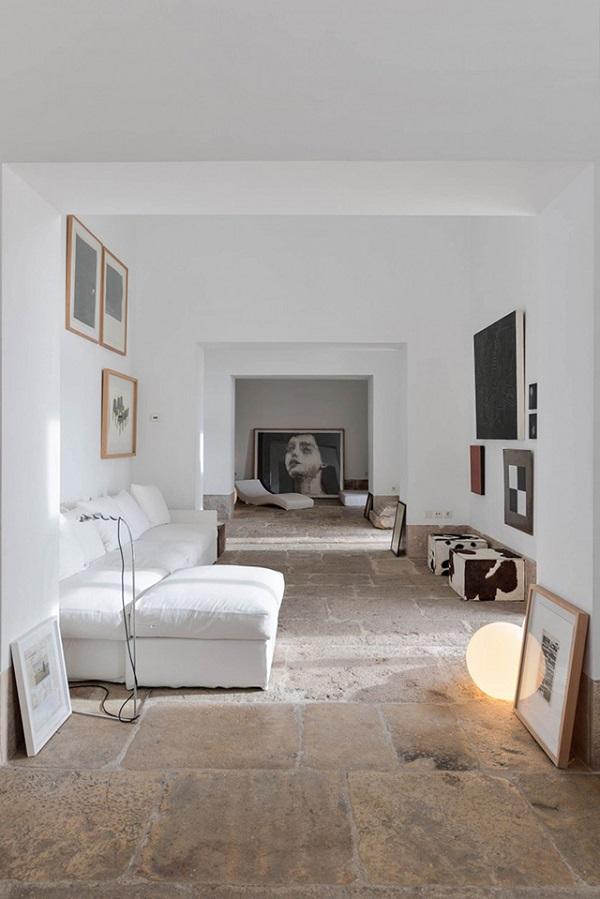 casa a Lisbona - living con pavimento in pietra e collezione d'arte