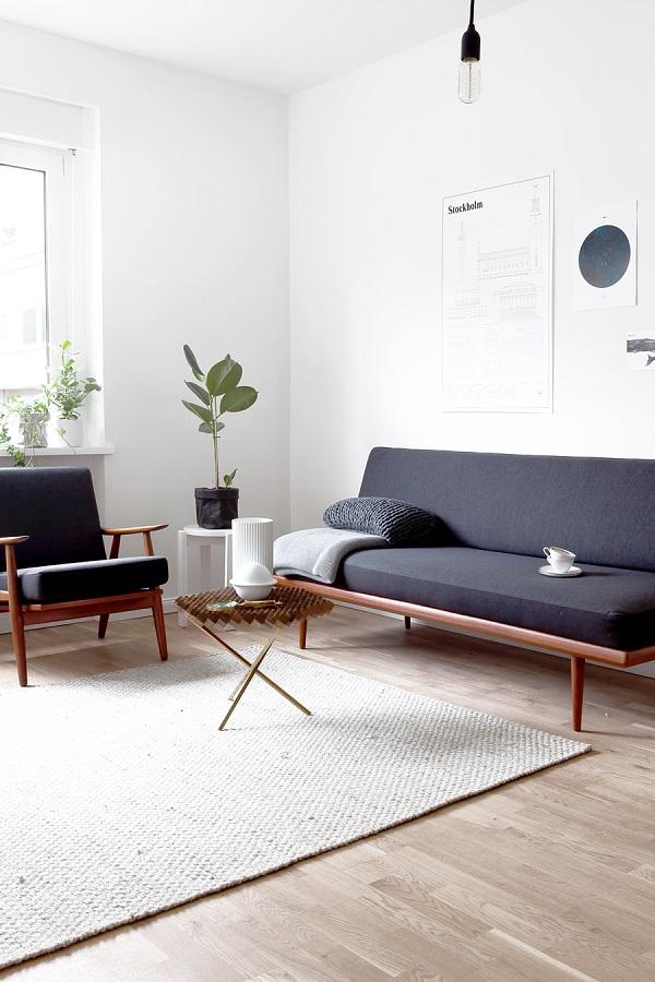 mix di vintage e moderno - living con design danese anni '50