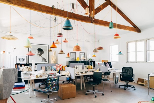 La casa di Alvaro Catalán de Ocón - studio con pet lamp