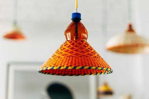 La casa del designer Alvaro Catalán de Ocón - PET Lamp