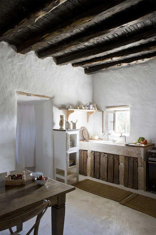 rifugio a Formentera - cucina in legno grezzo
