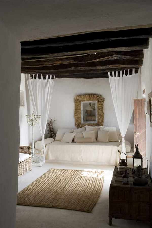rifugio a Formentera - living con travi a vista