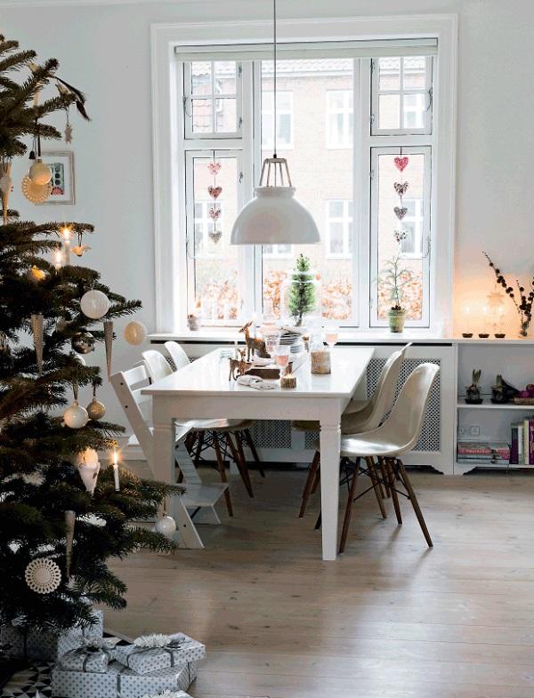 una casa decorata per le feste