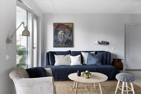 casa con tocchi blu