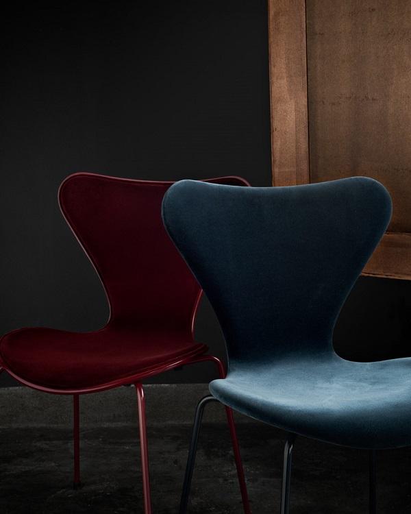 La sedia serie 7 si veste di velluto interior break for Sedie design velluto