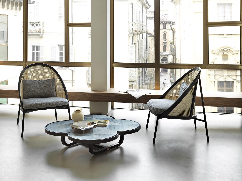 poltrona LOIE, design Chiara Andreatti, tavolino CARYLLON, design Cristina Celestino per Gebruder Thonet Vienna