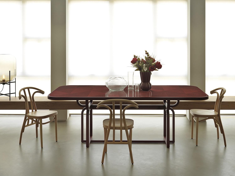 tavolo CARYLLON, design Cristina Celestino per Gebrueder Thonet Vienna