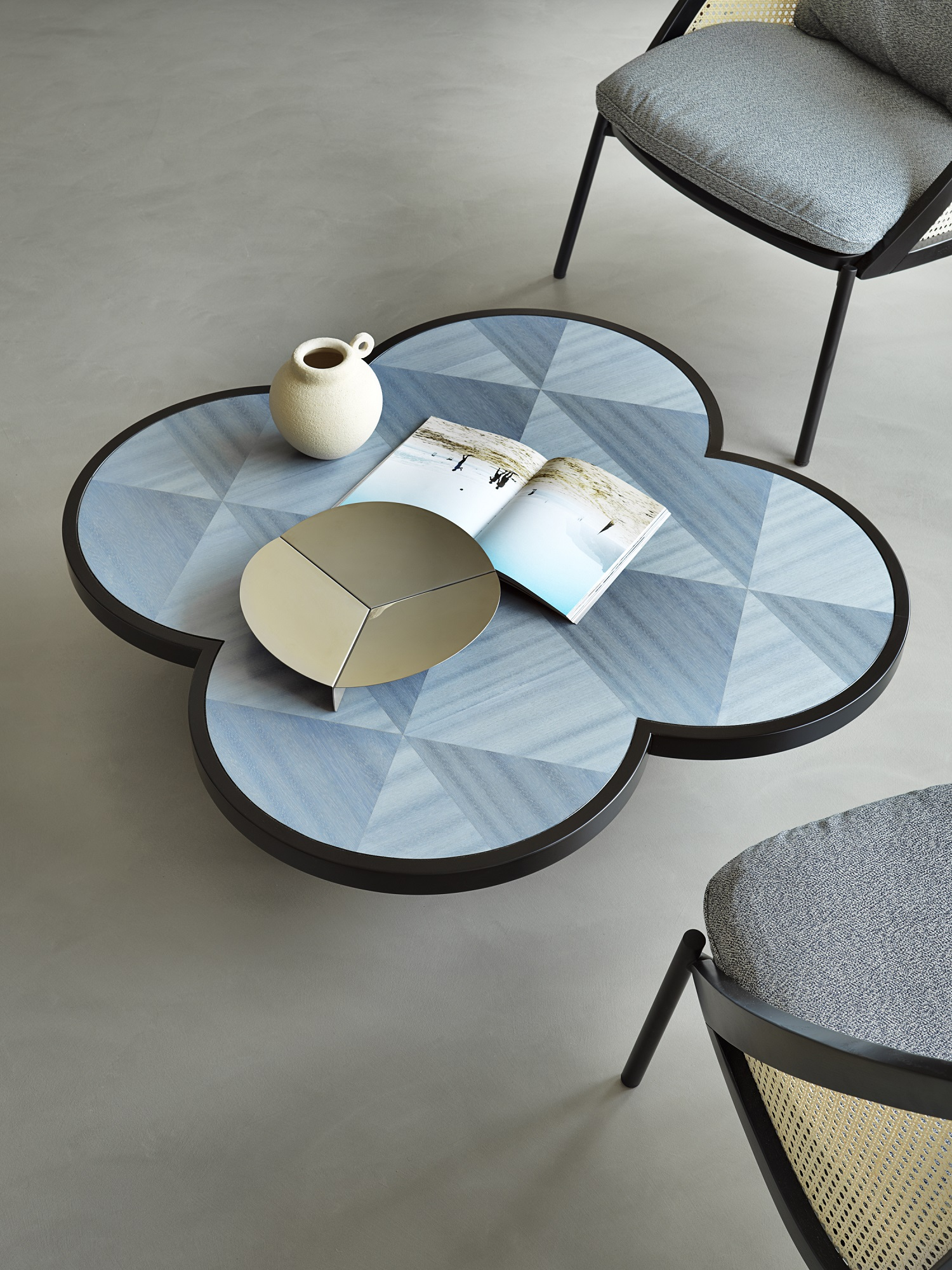 tavolino CARYLLON, design Cristina Celestino per Gebrueder Thonet Vienna