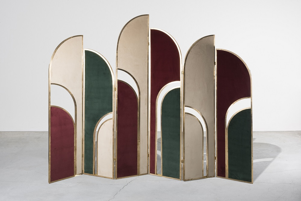 trend archi: paravento velluto/ottone, design by Marsica Fossati per Nilufar